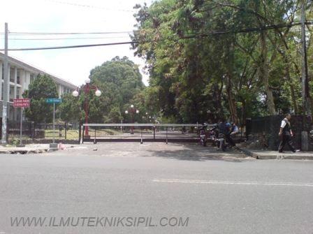 Jl. Tri Dharma  yang menghubungkan Gedung Pusat UGM dengan Jl. Kaliurang