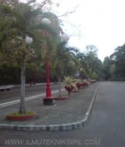 Fasilitas Parkir Mobil Umum Gedung Pusat UGM