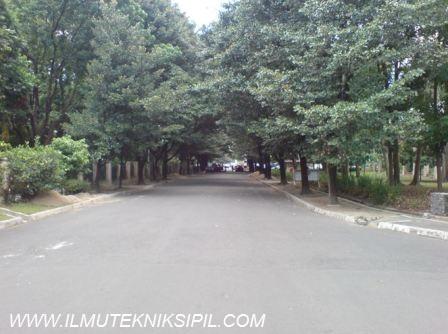 Jalan  yang menghubungkan Gedung Pusat UGM dengan Grha Sabha Pramana