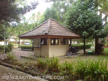 Pos SKKK yang terdapat di sebelah selatan Gedung Pusat UGM